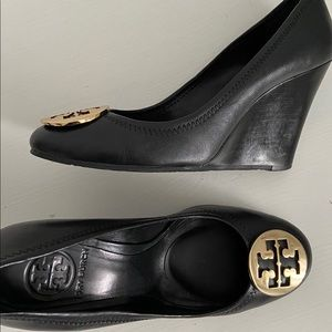 Black Tory Burch wedges ! Very good condition!